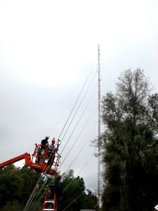 Contrôle des haubans sur une antenne avec tensiomètre HF 36-2